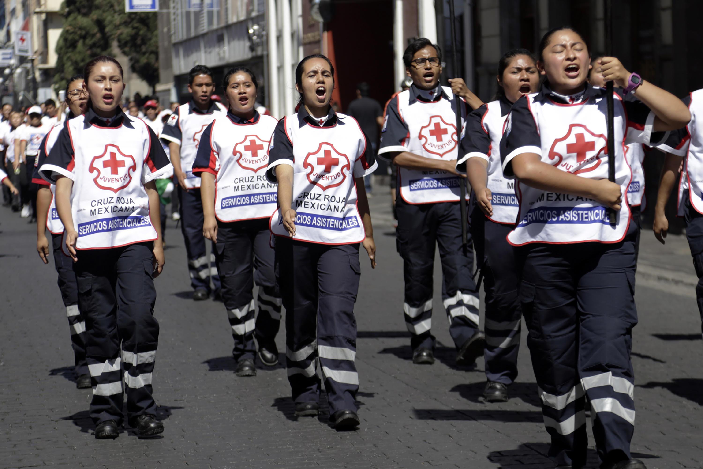 Celebran con desfile los 100 años de la Cruz Roja en Puebla