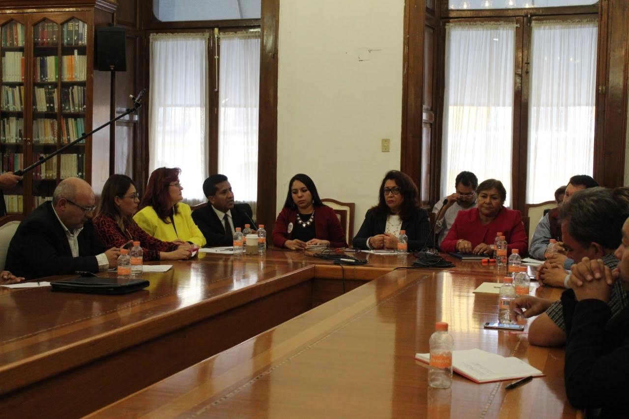 Reciben diputados de Morena a transportistas en Puebla