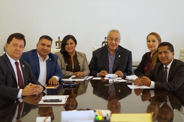 Se reúne gobernador de Puebla con diputados del Congreso estatal