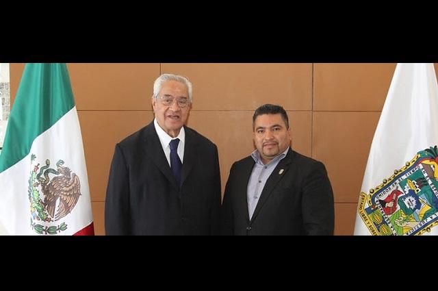 Atiende Pacheco Pulido solicitudes del diputado Valentín Medel