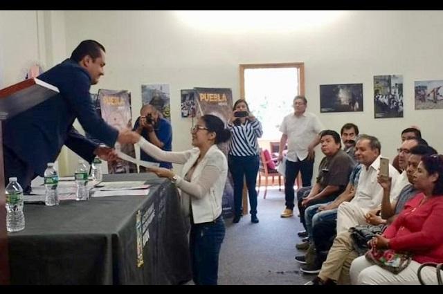 Entregan documentos oficiales a migrantes poblanos en Nueva Jersey