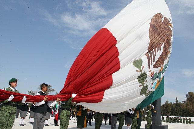 XXV Zona militar y gobierno estatal conmemoran Día de la bandera