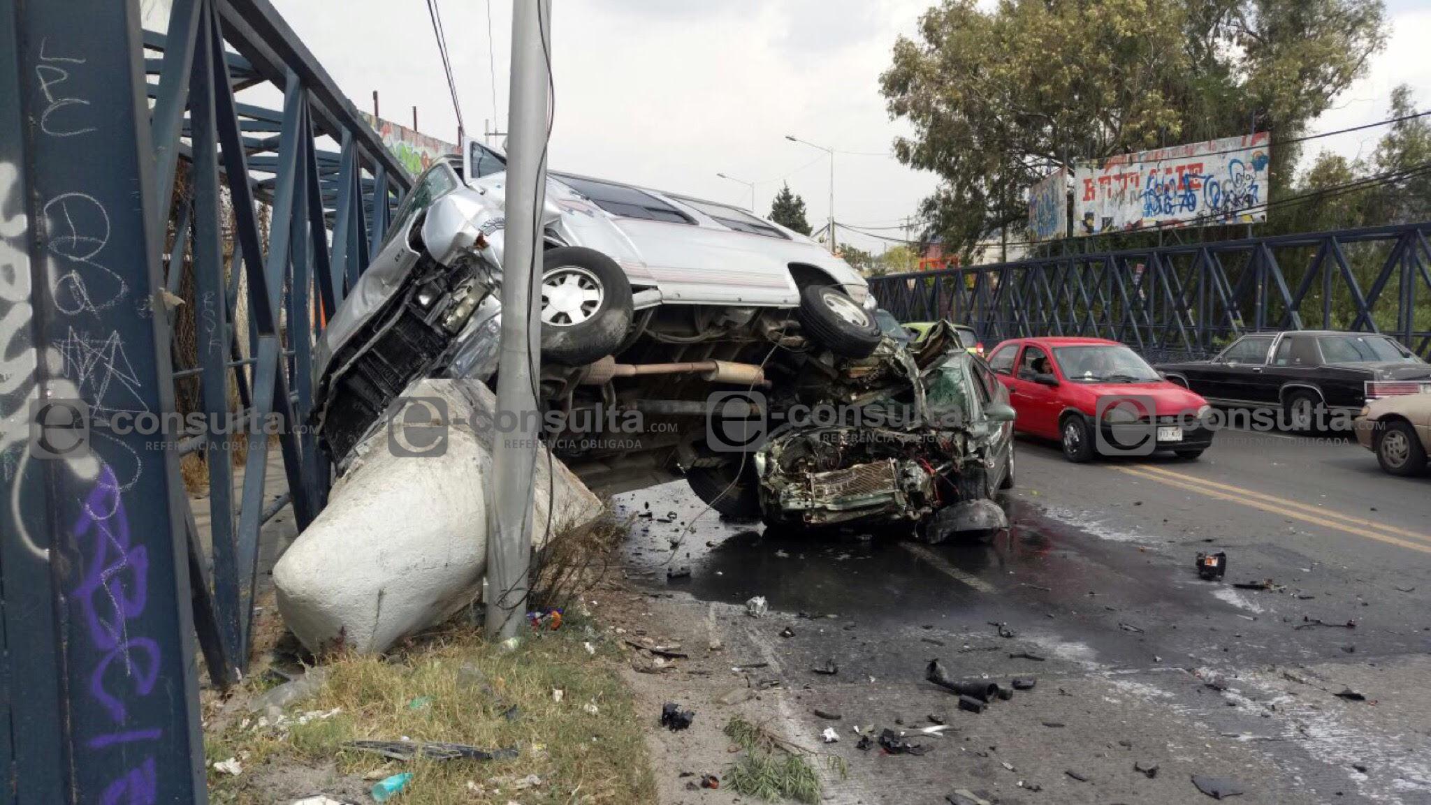 Violento choque deja a una mujer lesionada en Amozoc