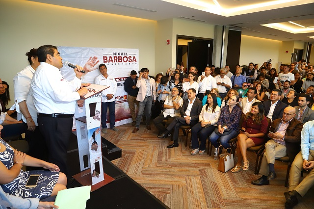 Ofrece Barbosa crear subsecretaría de emprendimiento e innovación
