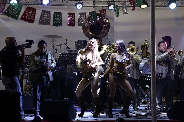 Prohíben barra libre y festejos a morir para noche del Grito en Puebla