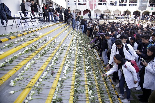 Homenaje luctuoso en Upaep por estudiantes asesinados