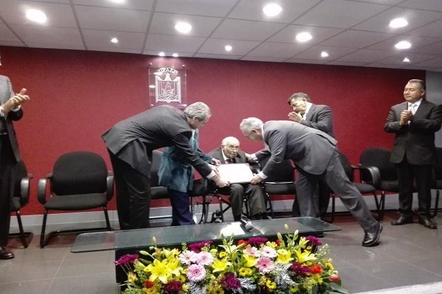 Reconoce la UPAEP a Manuel Díaz Cid como Profesor Emérito