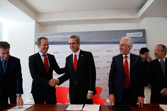 Firman convenio UPAEP y Volkswagen Financial Services