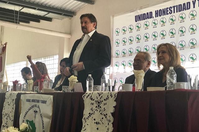 Toma Gómez Urrutia protesta a su confederación en Puebla