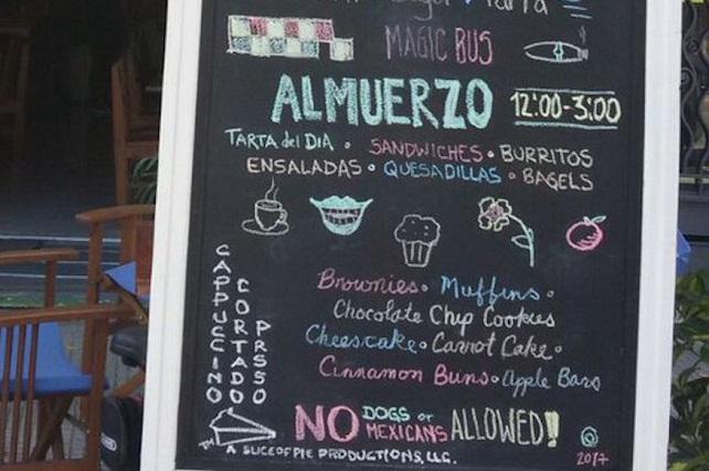 Bar de Uruguay polemiza por no permitir la entrada a mexicanos ni a perros
