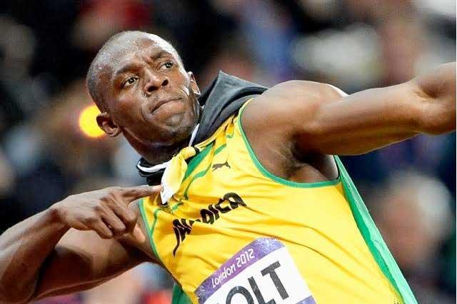 VIDEO ¿Usain Bolt es más letal en el futbol con la cabeza o con la zurda?