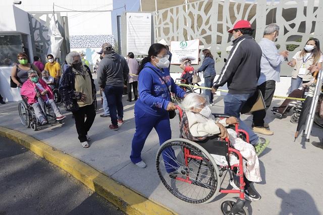 En dos meses vacunaron al 16 % de adultos mayores en Puebla