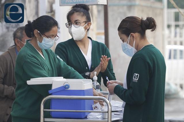 Por falta de dosis frenan vacuna para los de 40 en Puebla capital