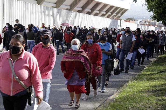 Filas hasta de 4 horas en el Centro Expositor por vacuna anti covid