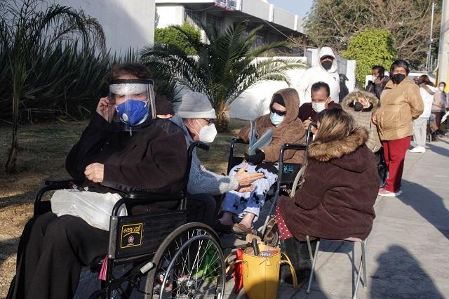 Barbosa se deslinda de caos en vacunación de adultos mayores