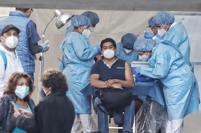 Vemos esperanza, dice personal de salud de Puebla al recibir vacuna