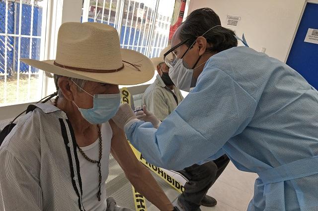 Ya hay 76 mil vacunas y viene otro embarque para adultos de la capital