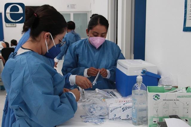 Alza en contagios covid en Puebla pero no en decesos