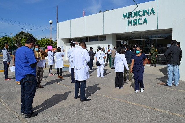 Justifica Salud vacunación para administrativos y pide paciencia