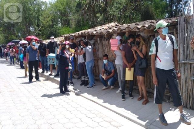 Sin sana distancia en la jornada de vacunación de Tehuacán