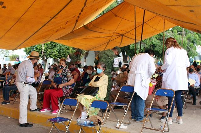 En tres días vacunarán a 142 mil adultos mayores de 19 municipios