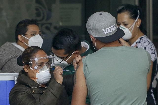 Vacuna Covid-19, de la esperanza al lucro en Puebla
