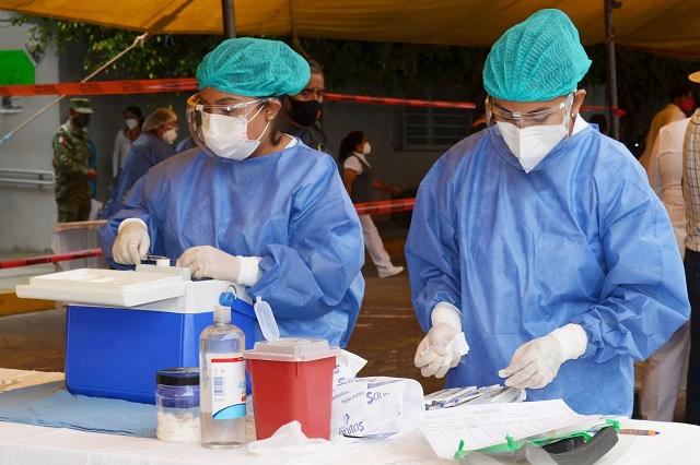 Se retrasa llegada de vacunas a Puebla; las evalúa Cofepris