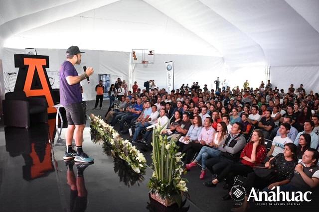 Referente del deporte internacional da conferencia en la Anáhuac