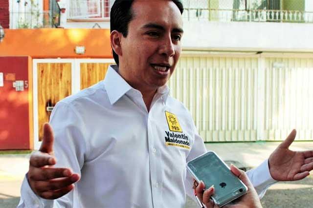 Delegado de Coyoacán ofrece tinacos y dinero a cambio de votos
