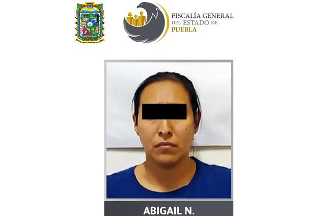 La apresan por complicidad en violación de su hija, en Puebla
