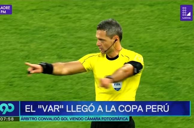 VAR al estilo Perú: árbitro marca gol con ayuda de fotógrafo