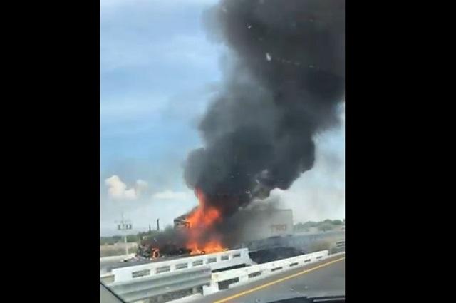 Reportan bloqueos y vehículos quemados en carreteras de Guanajuato