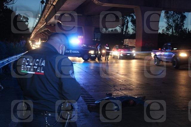 Vehículos destrozan cadáver de atropellado en la México-Puebla