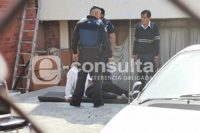 Amarran a velador durante asalto a bodega del IMSS Puebla