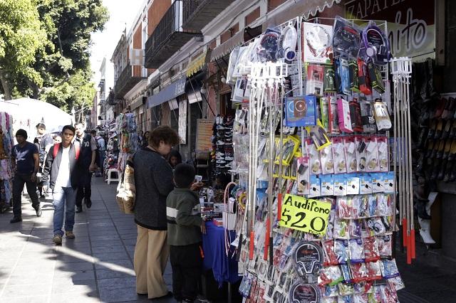 Reordenar ambulantismo demandan comerciantes de Puebla
