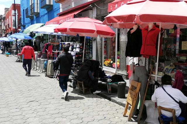 Pese a Covid, llegan a diario 680 ambulantes al centro de Puebla