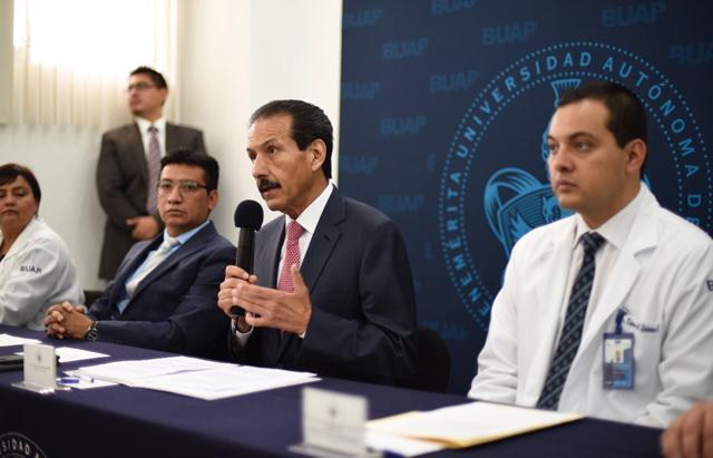 Rector Alfonso Esparza inaugura el Centro Antivenenos en el HUP