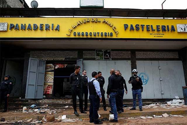 Mueren diez personas en saqueo a panadería en Caracas