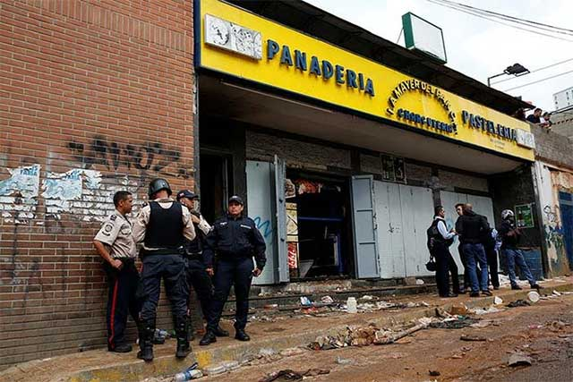 8 personas mueren al tratar de asaltar una panadería en Venezuela