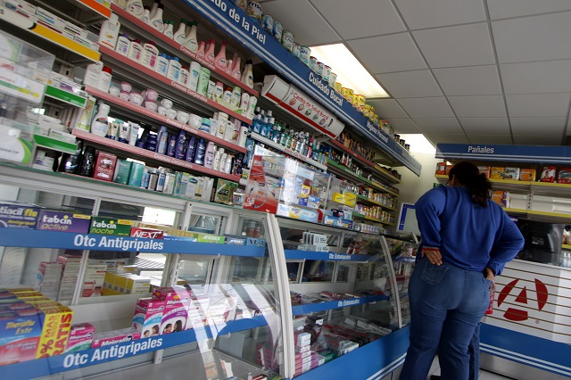 Agobia a familias alza en precio de todos los medicamentos