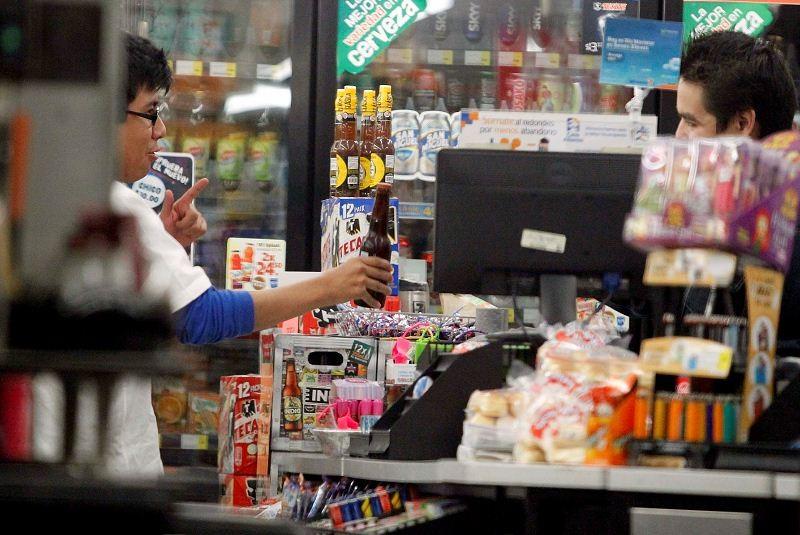 Por internet se puede reportar venta de alcohol fuera de horario