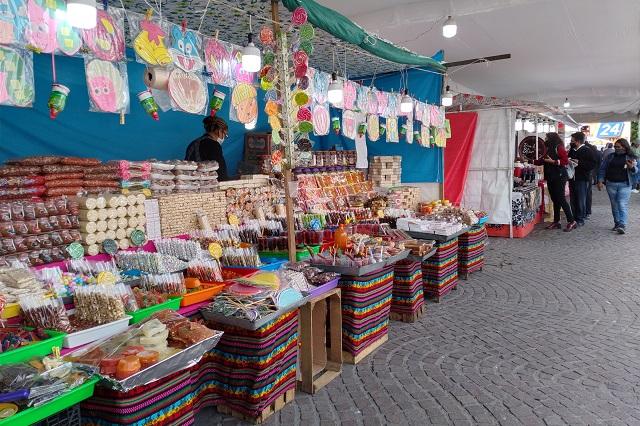 Venta navideña en calles de Tehuacán genera quejas