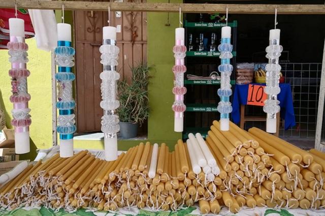 Comerciantes temen pérdidas del 50% por cierre de panteones en Acatlán