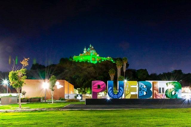 Con iluminaciones en verde, Puebla se suma a fiesta nacional irlandesa