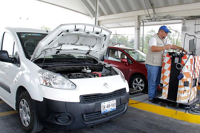Extiende Sdrsot periodo para verificación de autos en Puebla