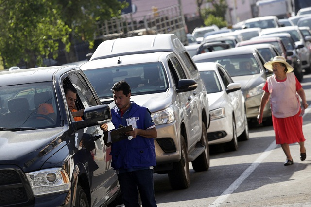 Filas de 1.5 kilómetros y 3 horas de espera para verificar en Puebla