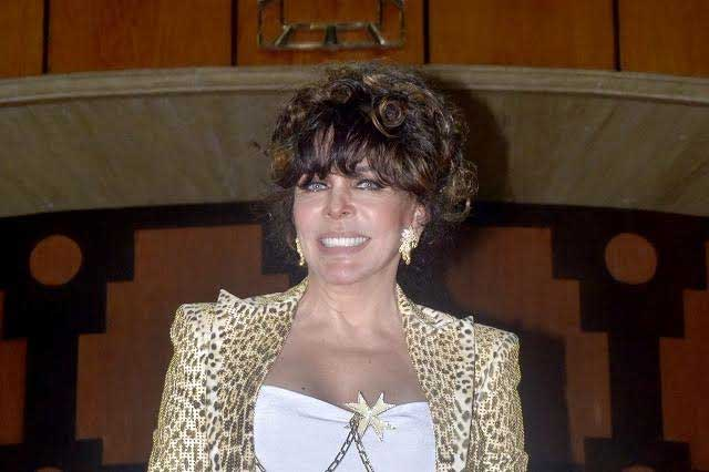 Verónica Castro le tuvo que rogar a su hijo que la invitara a su boda
