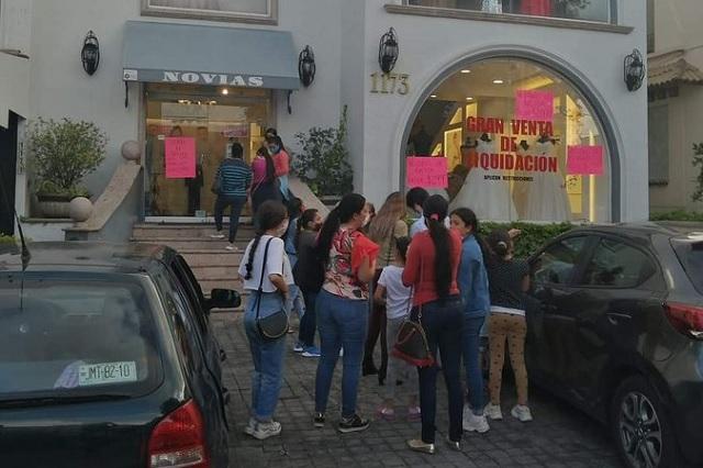 Rematan vestidos de novia y XV años en Guadalajara y provocan caos
