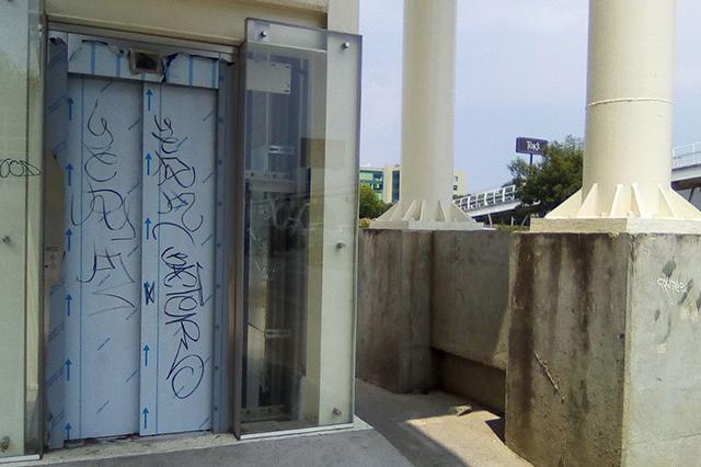Olvidan obras en la ciclovía Atlixcáyotl y ya la vandalizan