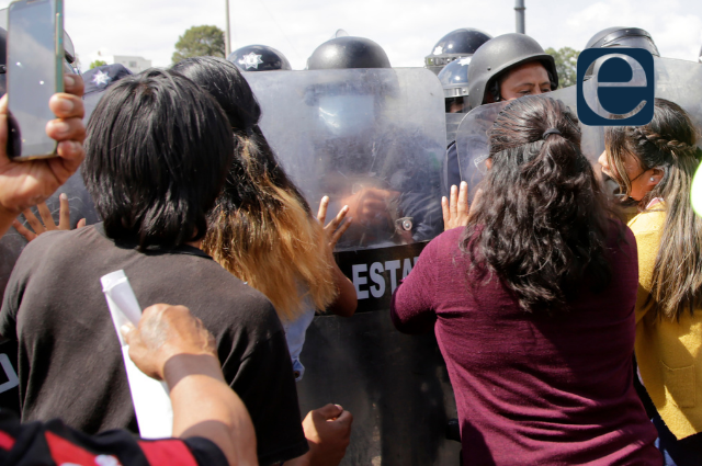 Granaderos impiden bloqueo de autopista Puebla - Atlixco